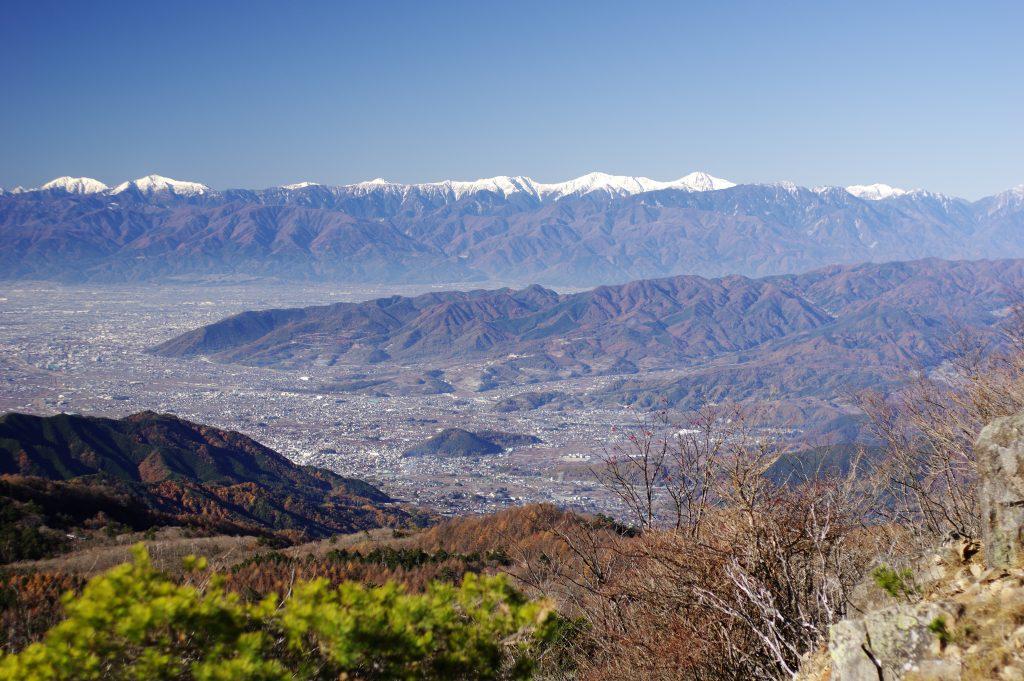 大菩薩峠から望む甲府盆地と南アルプス